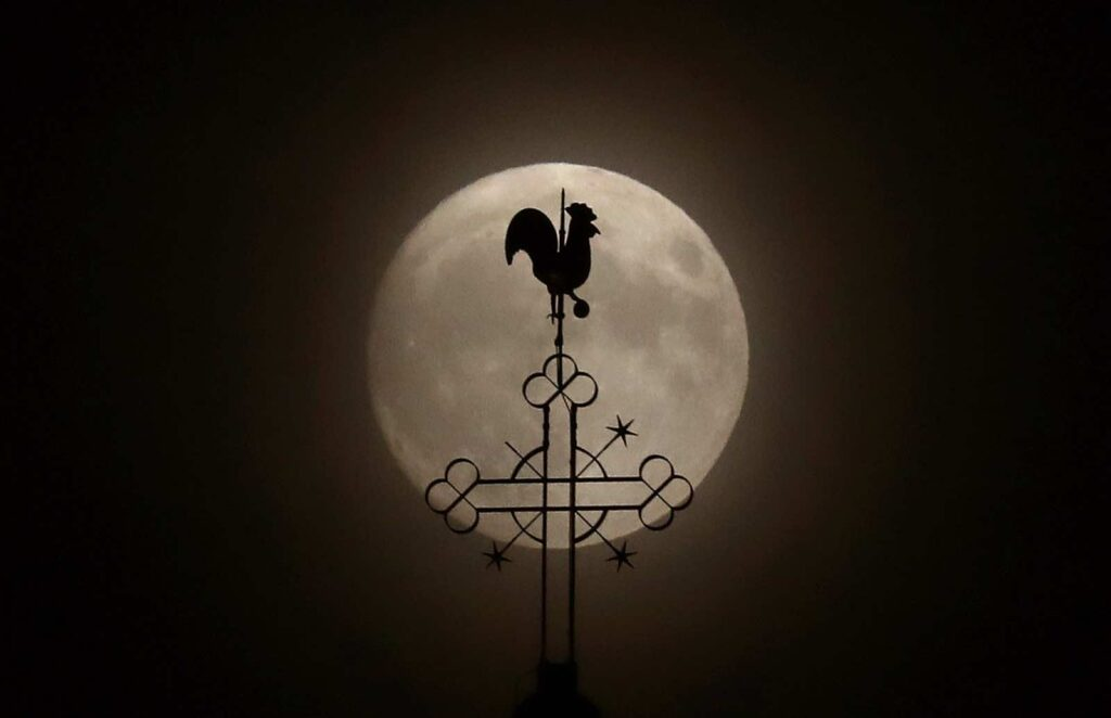 "The weathercock of the church of St.Peter and Paul is seen in front of a moon on the eve of the ""supermoon"" spectacle in the village of Klein-Auheim near Hanau, Germany, early evening November 13, 2016. REUTERS/Kai Pfaffenbach TPX IMAGES OF THE DAY"