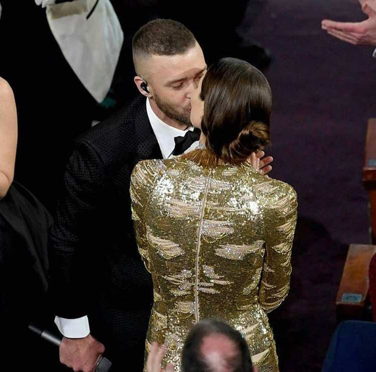 Justin Timberlake kisses his wife on red carpet